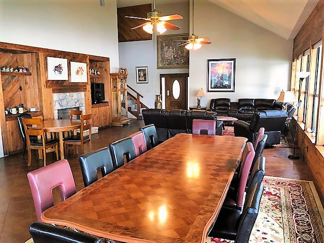 Dining Room Table. Great for Large Groups!